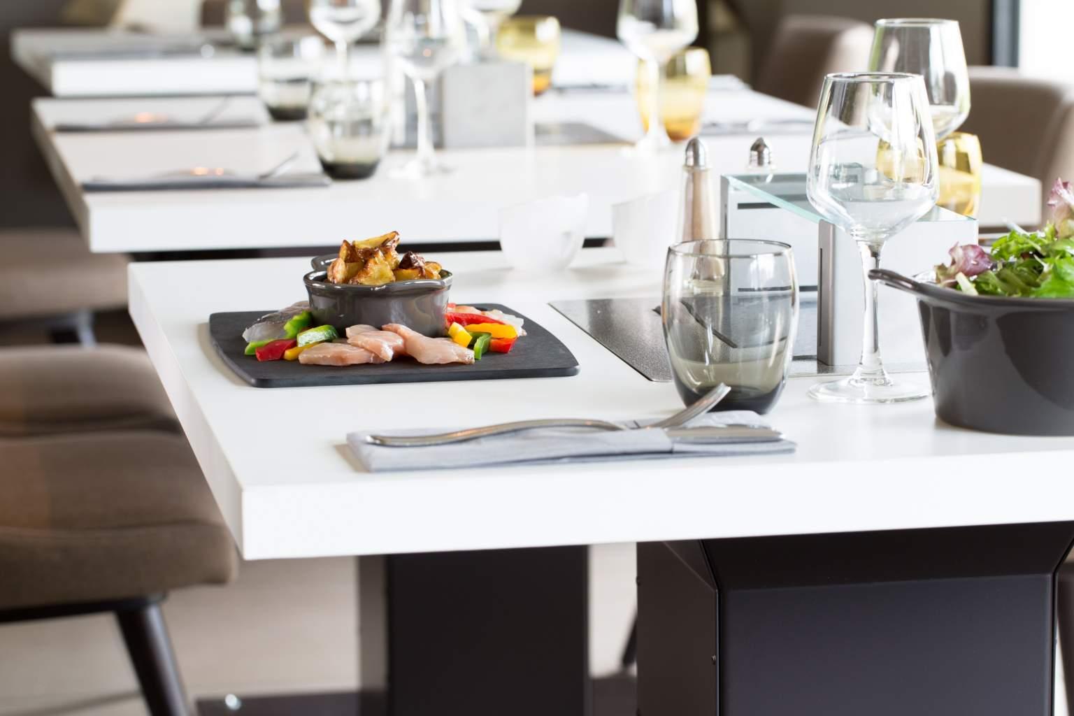 Restaurant La Table Pierrade® / Le Pitlane – Hôtel Grand Prix